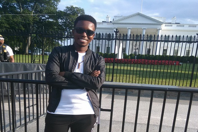 Mohapi in front of The White House
