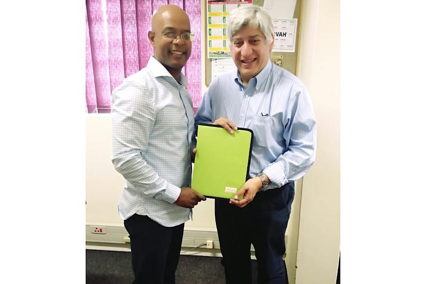 Lehlohonolo Phillip Mokhohlouloane and prof Bawa