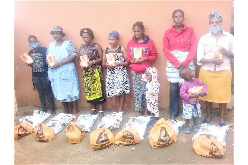 Peace Oasis International team on the ground disrtibuting bread and other basics in Umlazi community - Courtesy of Peace Oasis